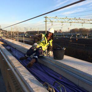 Verstoep Montage - Kendall Berkel aan het werk aan de nieuwe metro van Schiedam
